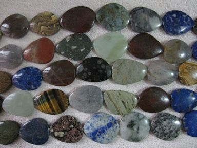 MIXED STONE GRADUATED FREE FORM 30-40MM